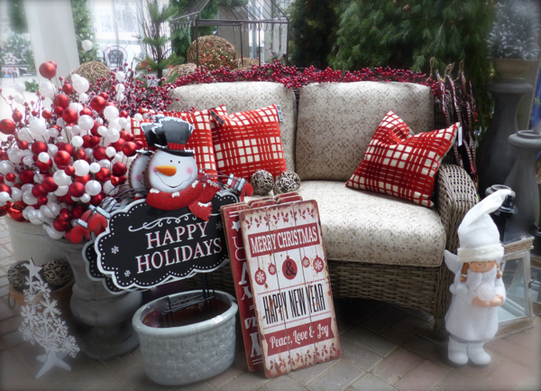 christmasredwhiteloveseat